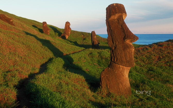 EASTER ISLAND STATUES (CHILE)