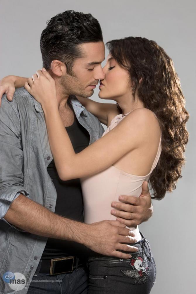 Angelique Boyer and Aaron Diaz