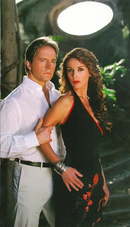 Jacqueline Bracamontes and Guy Ecker