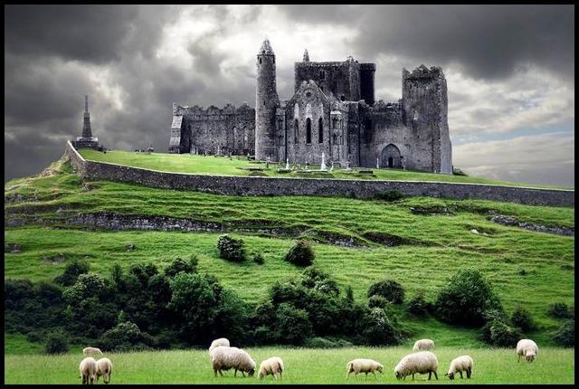 Por que existem tantos castelos na Irlanda?