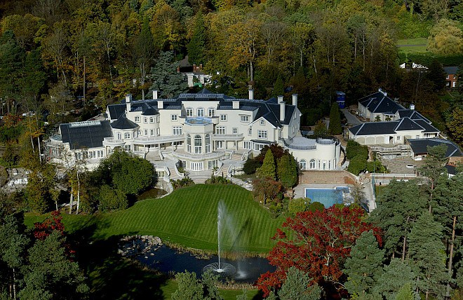 Tòa án cập nhật, Surrey, Anh - 55 triệu đô la