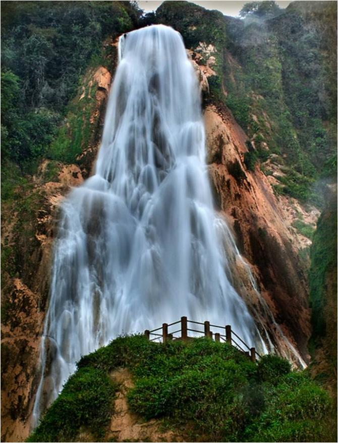 Чьяпас - водопад Вело де Новия.