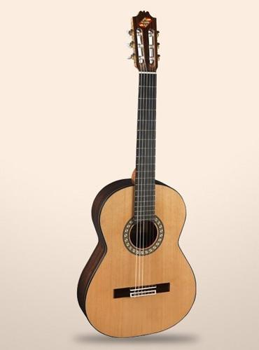 Guitarra clássica Admira Virtuoso