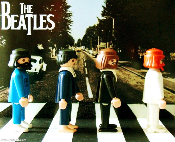 The Beatles прогуливаются по Abbey Road в Лондоне в 1970 году, став одним из самых известных образов группы