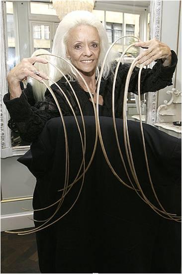 Женщина с самыми длинными ногтями