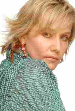 Alejandra Borrero: Perfume Agonia / Merlina, Mulher Divina