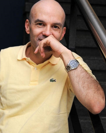 Andrés Martínez: Namorada para duas / 5 viúvas soltas