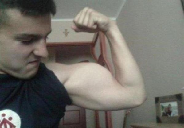 ¡Tus biceps tuercen la puerta!