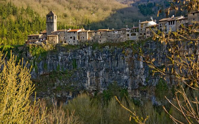 Кастельфольит-де-ла-Рока (Каталония)