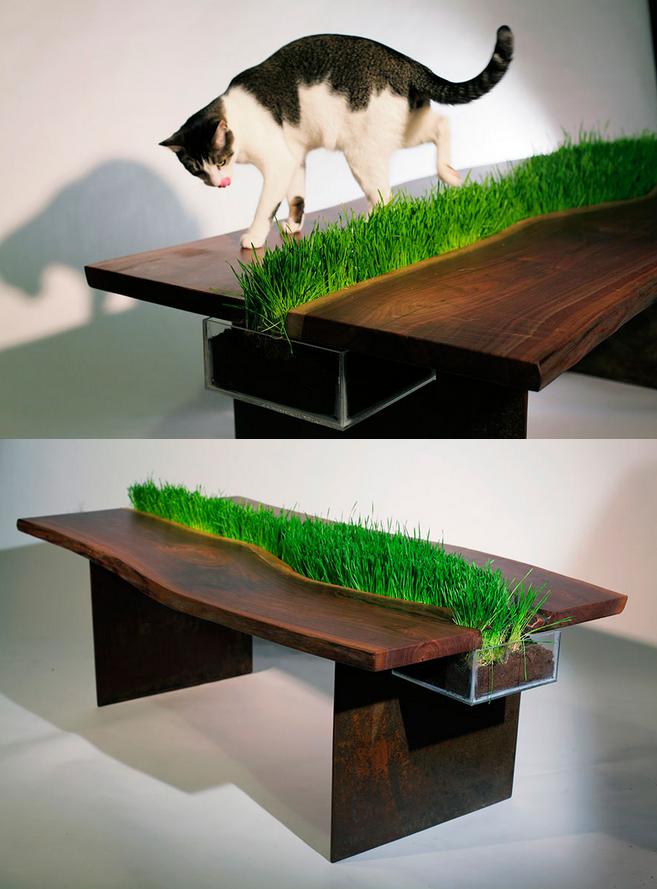 草を感じるテーブル
