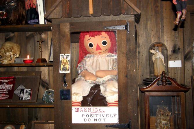 2. Annabelle, a boneca possuída