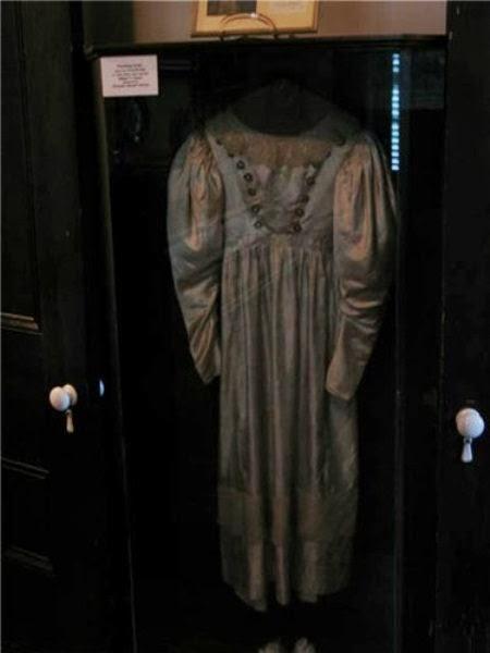 5. O vestido de noiva assombrado