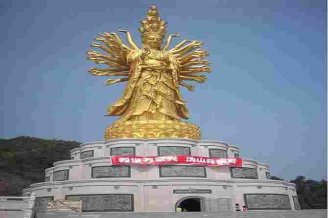 Qianshou Qianyan Guanyin de Weishan de China - 99 metros