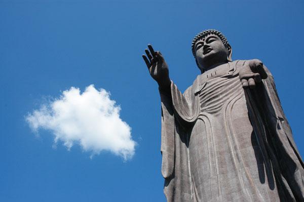 Ushiku Daibutsu de Japón - 110 metros