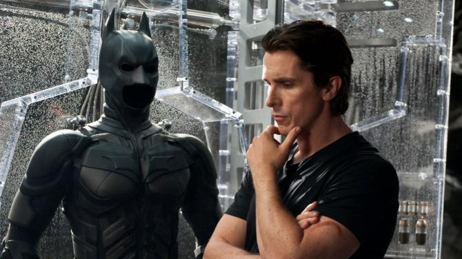 Alfred je biologickým otcem Bruce Wayne