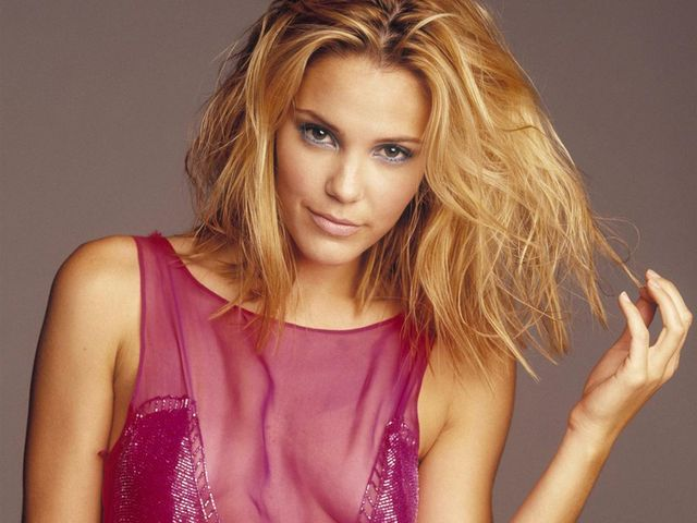 Leslie Bibb - Golfas, cheesy and blessed (GCB. Good Christian Belles)