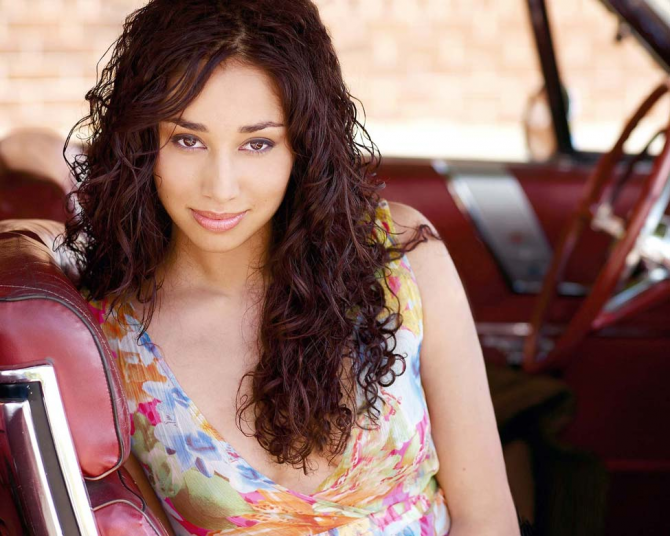Meaghan Rath - Almost Human (Being human)
