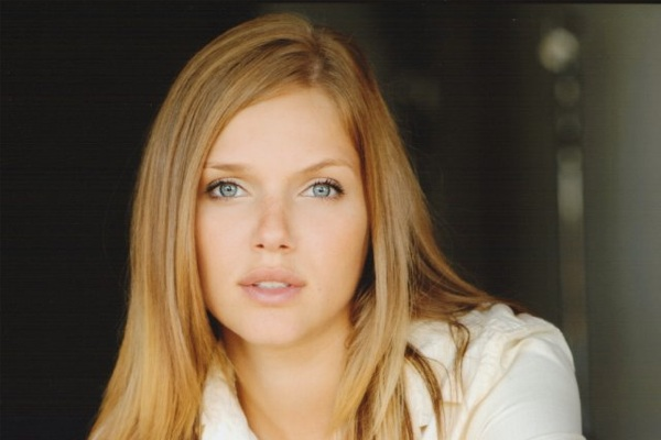 Tracy Spiridakos - Revolution