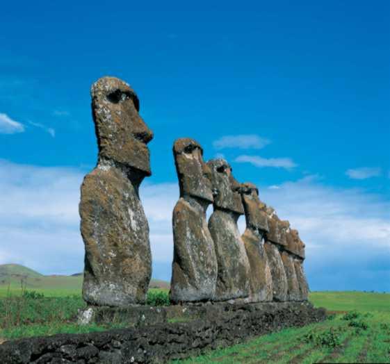 Моаи с острова Пасхи (Чили)