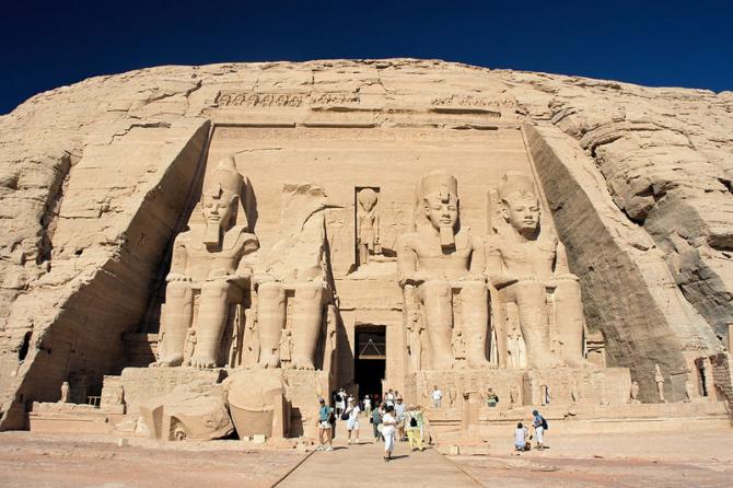 Нубийские памятники из Абу-Симбела в архив (Египет)