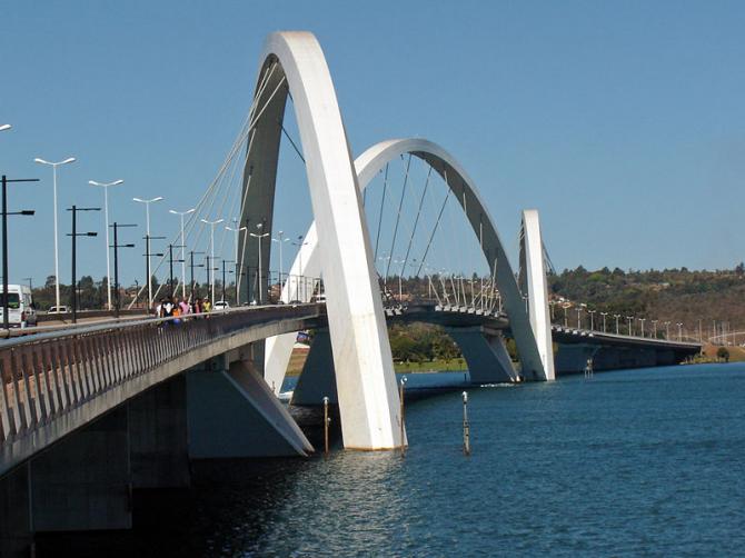 Мост Жуселину Кубичек (Бразилия)