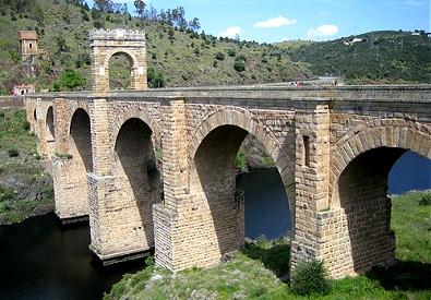 Римский мост Алькантара в Касересе (Испания)