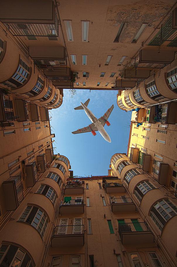 Avião particular da comunidade do bairro