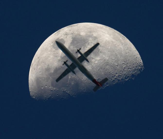 Landar på månen