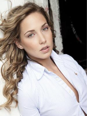 Vanessa Pose